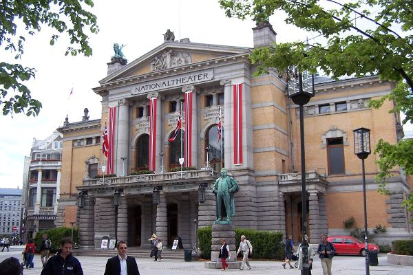 1200px-Oslo_Nationaltheatret