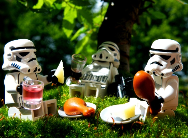 storm-troopers-having-a-picnic